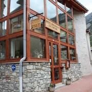 © Restaurant Auberge de la Cascade à Avrieux - <em>La Cascade</em>