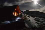 © val-cenis-sollieres-dent-parachée-mountain-refuge_Up-ski-and-mountain-guides - <em>Up ski and mountain guides</em>